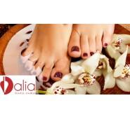 SPA pedikiūras su pėdų masažu, drėkinančia kauke bei lakavimu